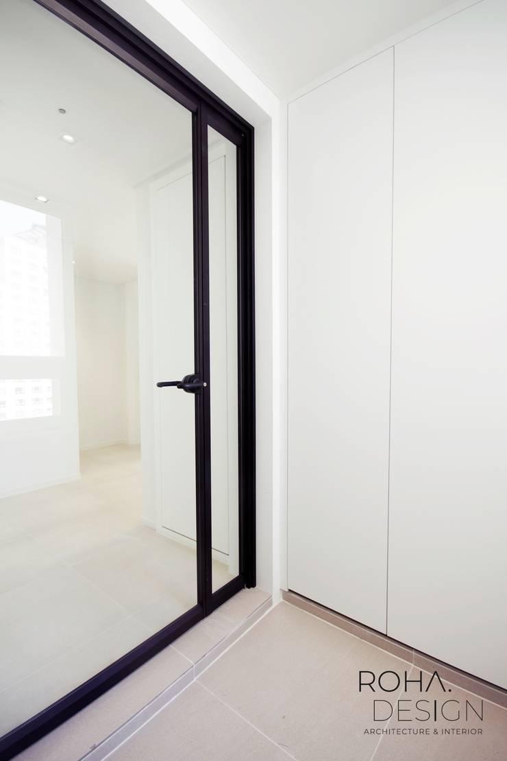 부산 해운대 센텀파크 아파트 인테리어: 로하디자인의  복도 & 현관