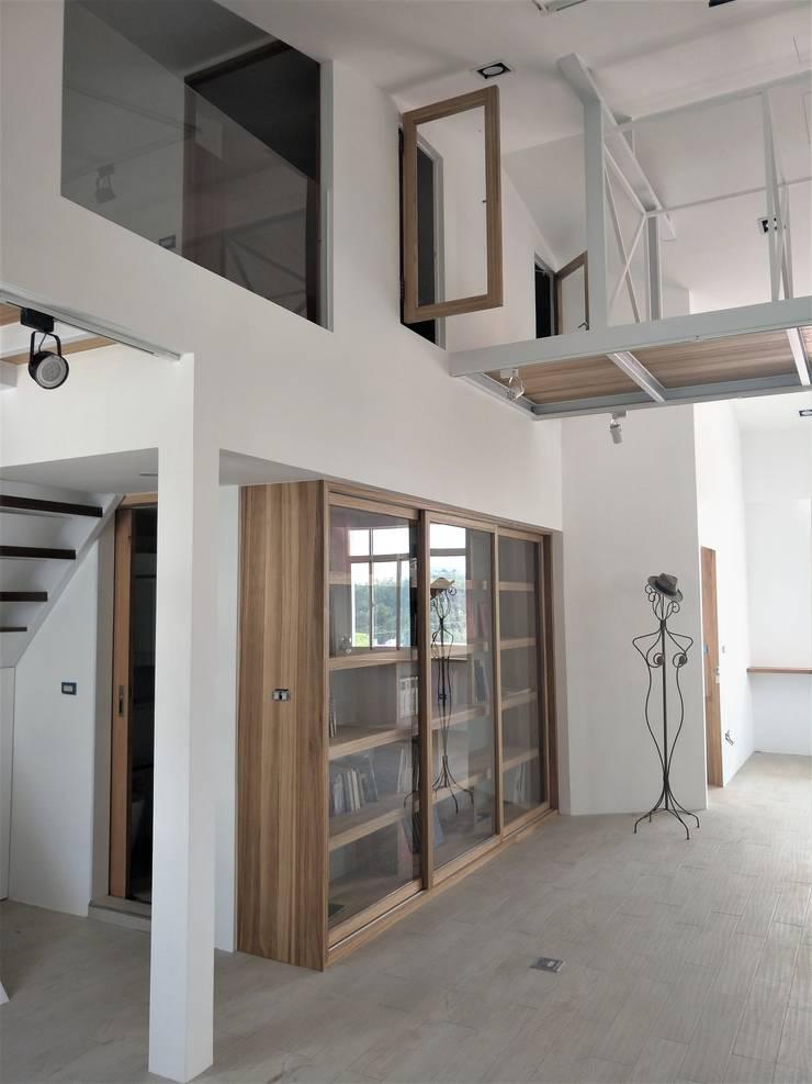折紙居 II 白廊:  書房/辦公室 by 喬克諾空間設計