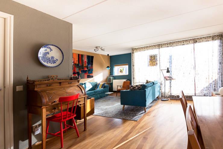 Overzicht richting zithoek:  Woonkamer door Regina Dijkstra Design, Eclectisch