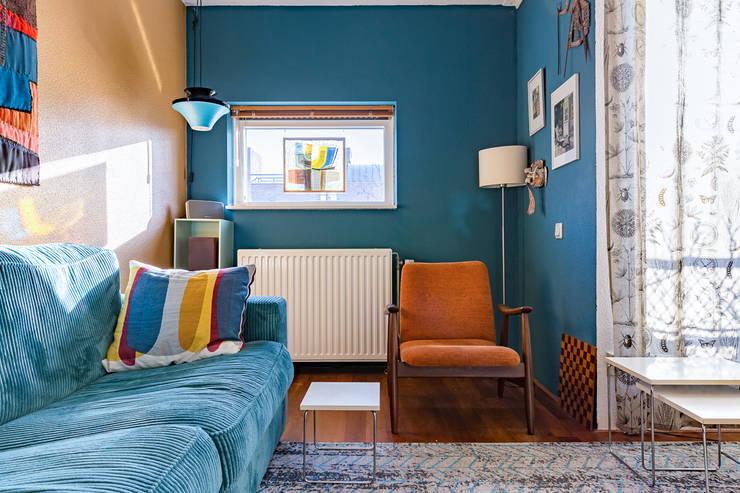 Leeshoek:  Woonkamer door Regina Dijkstra Design, Eclectisch