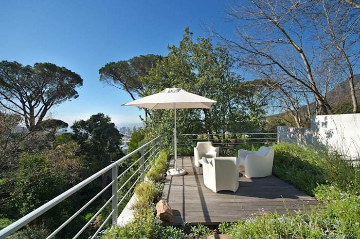 Roof Garden & Patio:  Patios by Van der Merwe Miszewski Architects