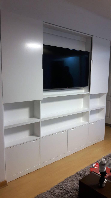 Mueble tv cerrada:  de estilo  por Minimalistika.com, Minimalista
