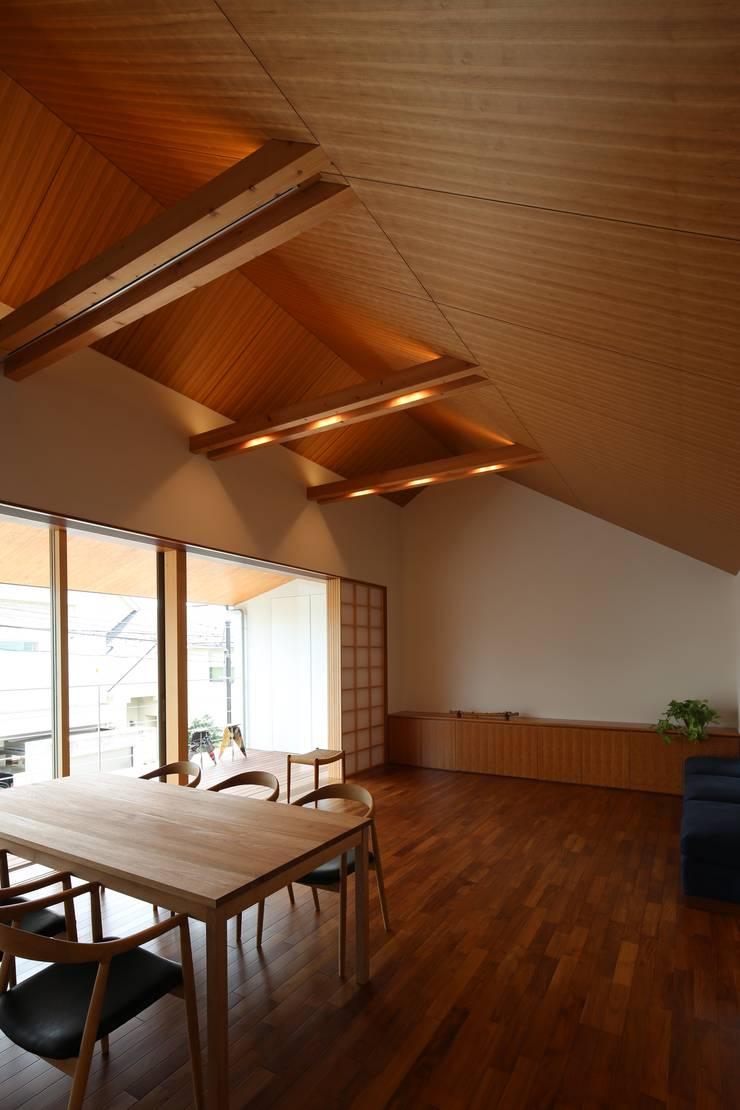 つなぎ梁の家: 西島正樹/プライム一級建築士事務所 が手掛けたダイニングです。