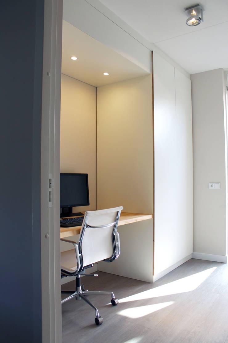 Maatwerk meubilair:  Studeerkamer/kantoor door studiomaudy