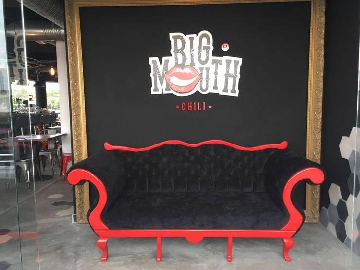 Big Mouth Chilli - American food: Salas de estilo ecléctico por Taller Estudio P