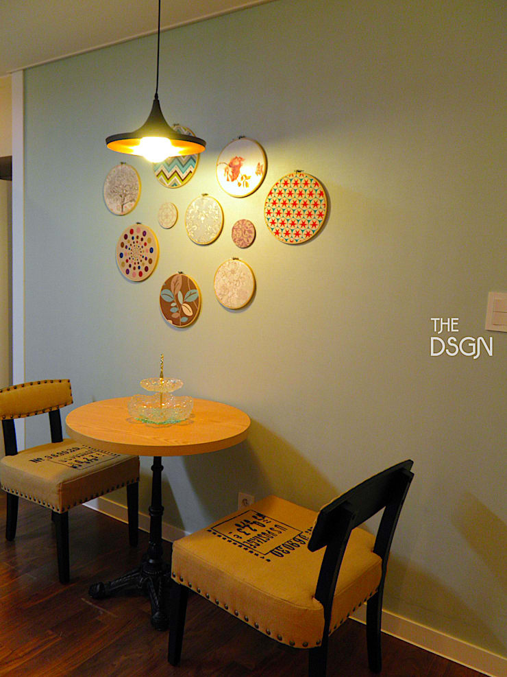 Dining room by 더디자인 the dsgn, Eclectic