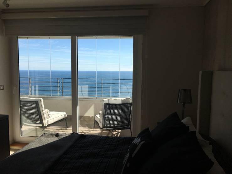 Vista Dormitorio Principal : Balcones y terrazas de estilo  por Kaa Interior