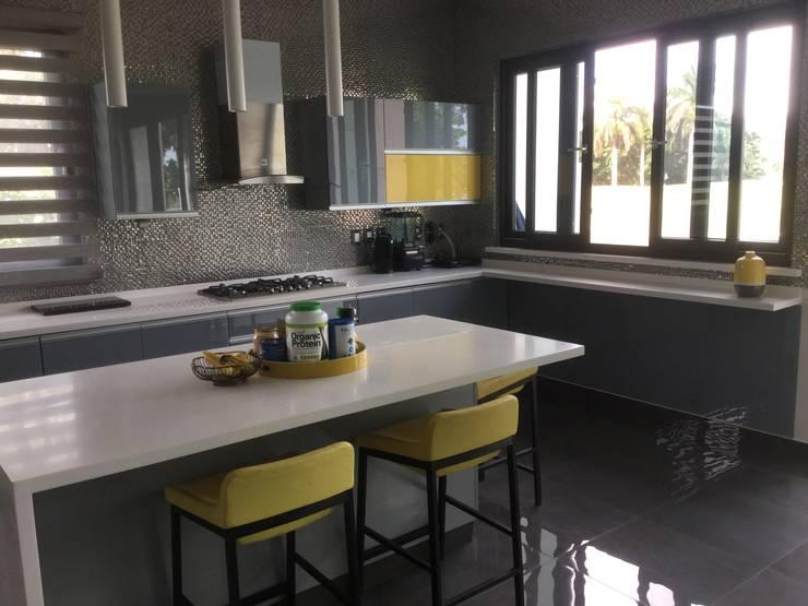 Cocinas equipadas de estilo  por K+A COCINAS Y ACABADOS DE MONTERREY SA DE CV