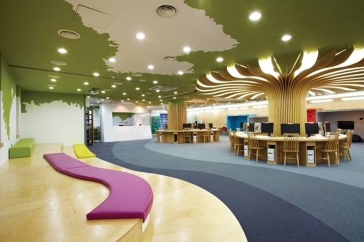 숲속 같은 힐링공간: 담음건축디자인주식회사의  서재 & 사무실