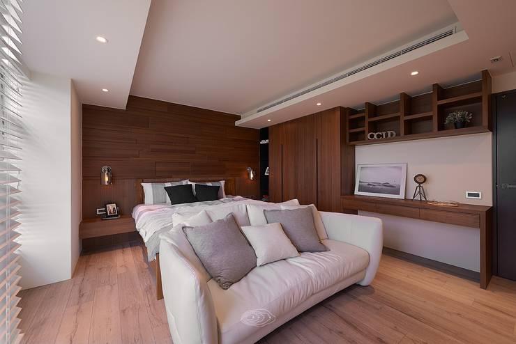 美式休閒渡假別墅:  臥室 by 層層室內裝修設計有限公司