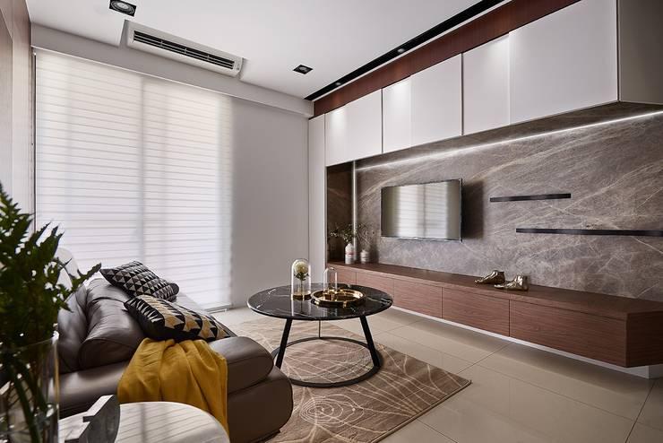 現代人文小豪宅:  客廳 by 層層室內裝修設計有限公司