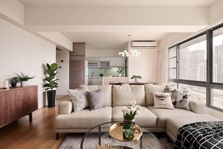 Living room by 層層室內裝修設計有限公司