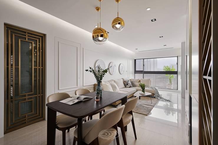 Soggiorno moderno di 層層室內裝修設計有限公司 Moderno