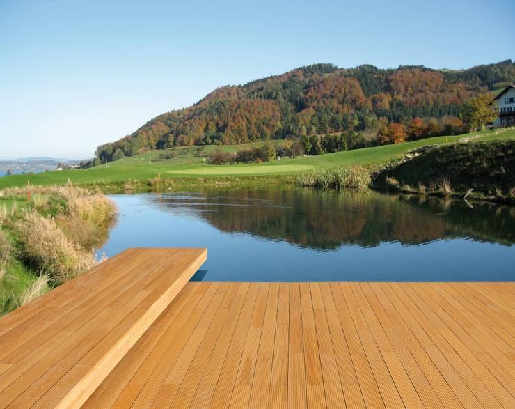 Decking in LARICE - Molo Lago: Pavimento in stile  di ONLYWOOD