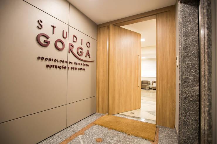 Studio Gorga: Clínicas  por Marcella Loeb