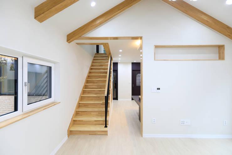 부모세대 거주공간: 하우스톡의  계단