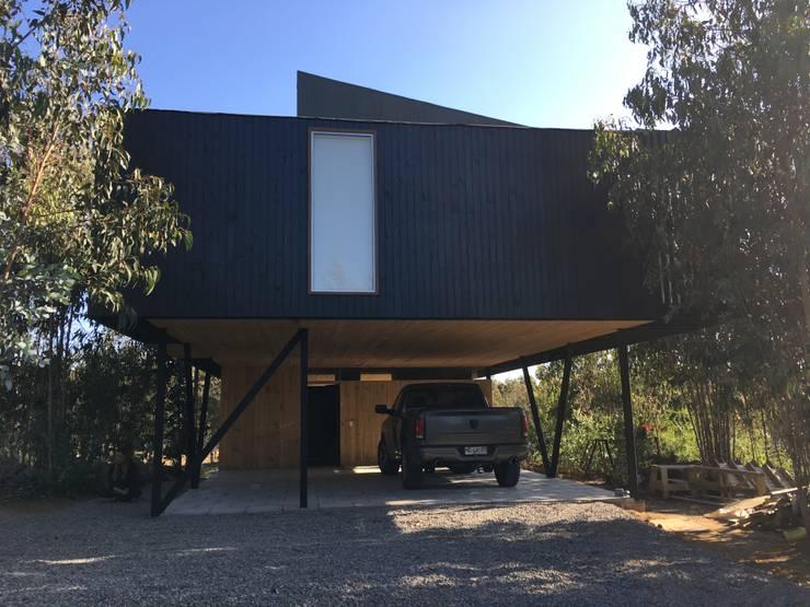 Casa QV: Casas de campo de estilo  por m2 estudio arquitectos