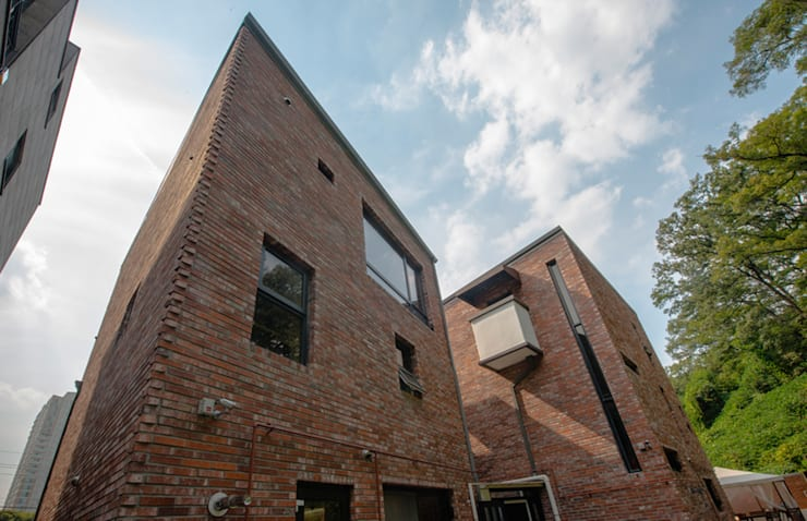세지붕 한가족: HBA-rchitects의  주택,