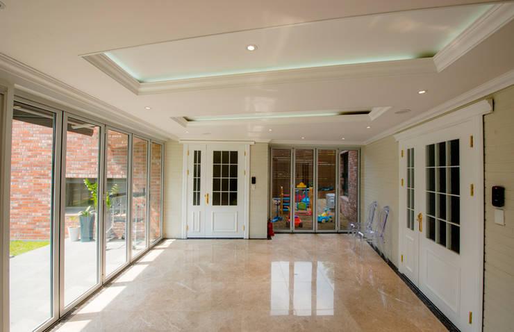 Ingresso & Corridoio in stile  di HBA-rchitects