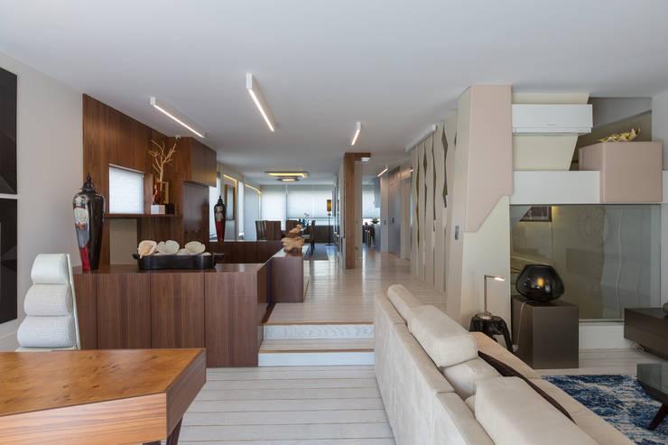 Projeto design interiores - Granja by joao andrade e silva:   por João Andrade e Silva Design,Minimalista