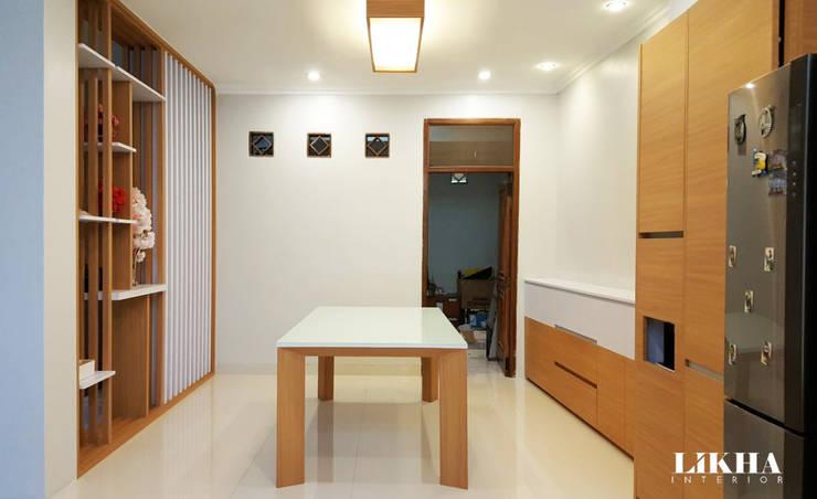 Ruang Makan:  Ruang Keluarga by Likha Interior