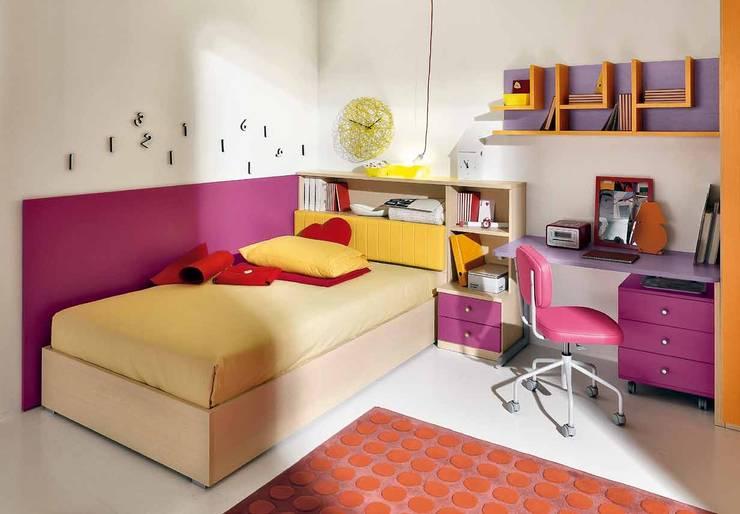 Furlan: Camera da letto in stile  di ROOM 66 KITCHEN&MORE