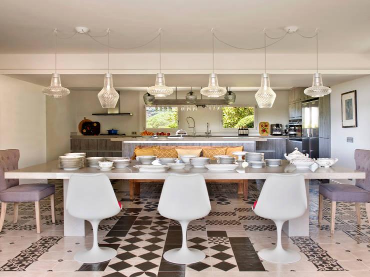 Cocinas equipadas de estilo  por Abrils Studio