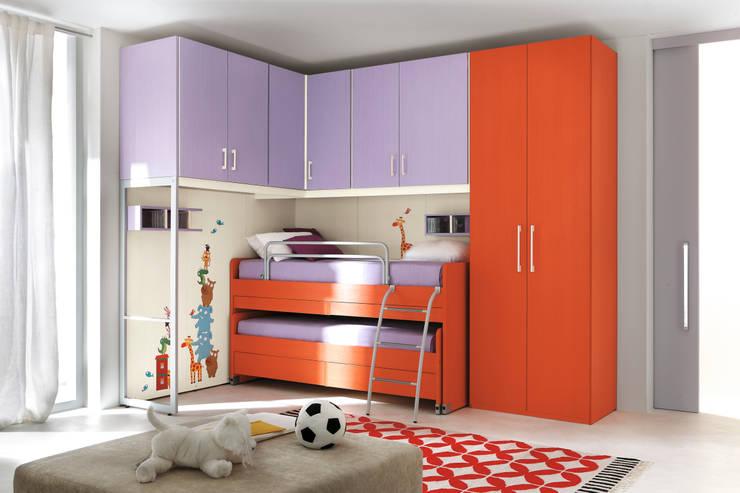 Furlan camara bambino ad angolo: Camera da letto in stile in stile Eclettico di ROOM 66 KITCHEN&MORE