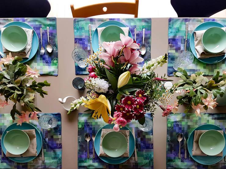 Persoonlijke placemats, ontworpen en gemaakt door Regina Dijkstra Design:  Eetkamer door Regina Dijkstra Design, Eclectisch