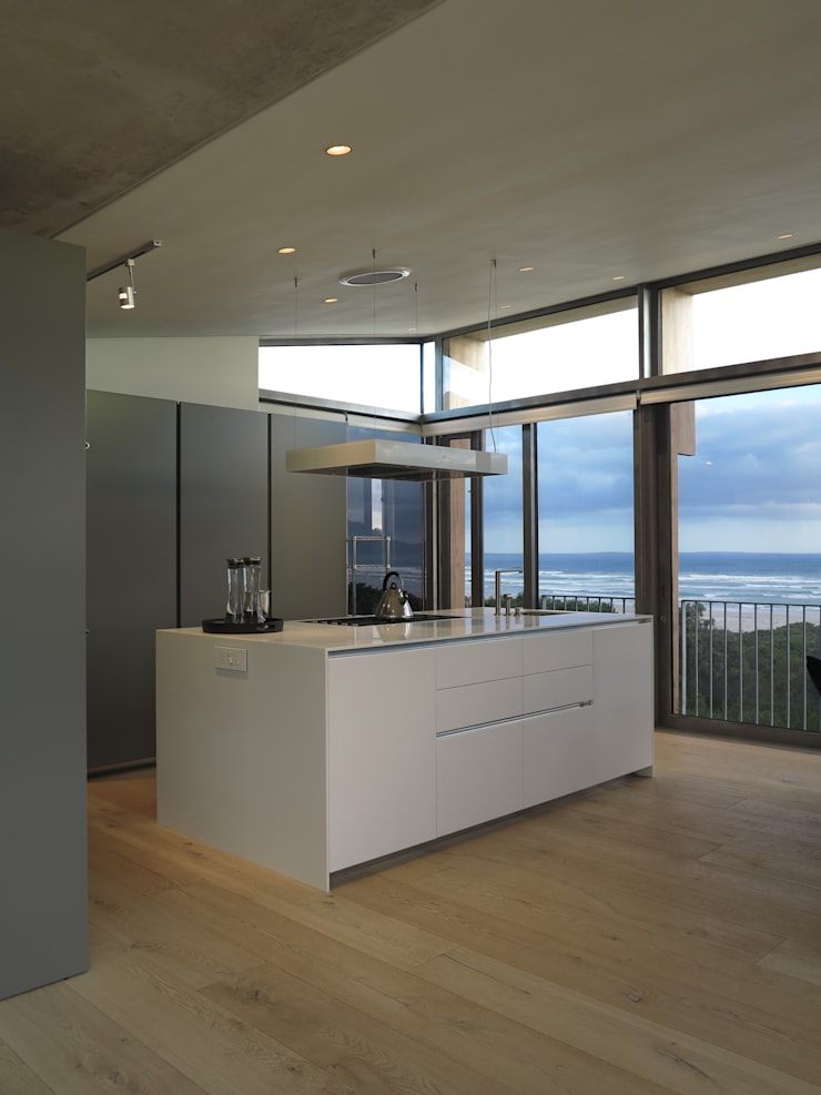 Kitchen:  Built-in kitchens by Van der Merwe Miszewski Architects