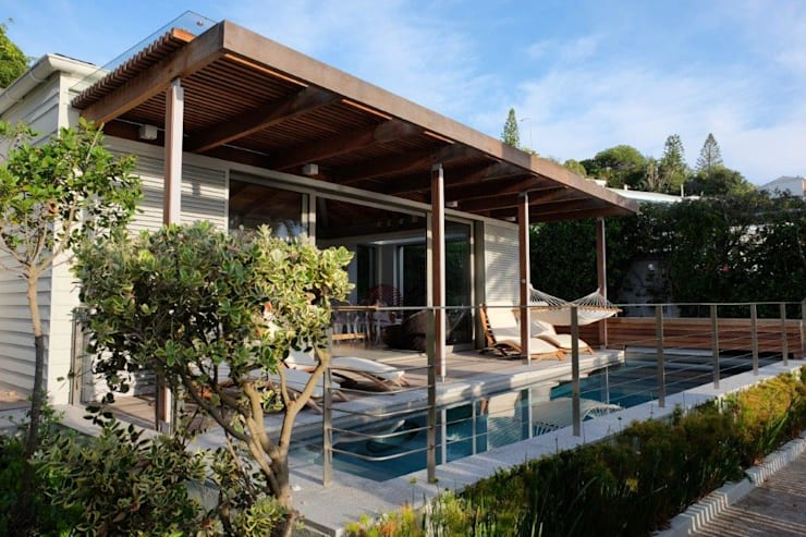 Pool, Timber Deck & Pergola:  Single family home by Van der Merwe Miszewski Architects, Modern Solid Wood Multicolored