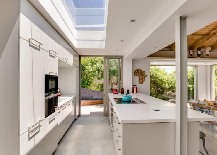 Kitchen & Skylight:  Built-in kitchens by Van der Merwe Miszewski Architects, Modern MDF
