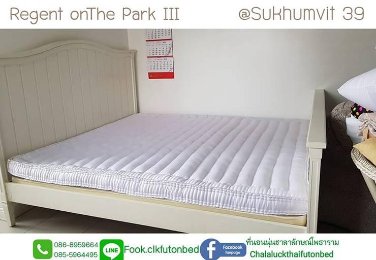 ที่นอน6ฟุต ที่นอนพับ natural futon bed:  ห้องนอน by chalaluck