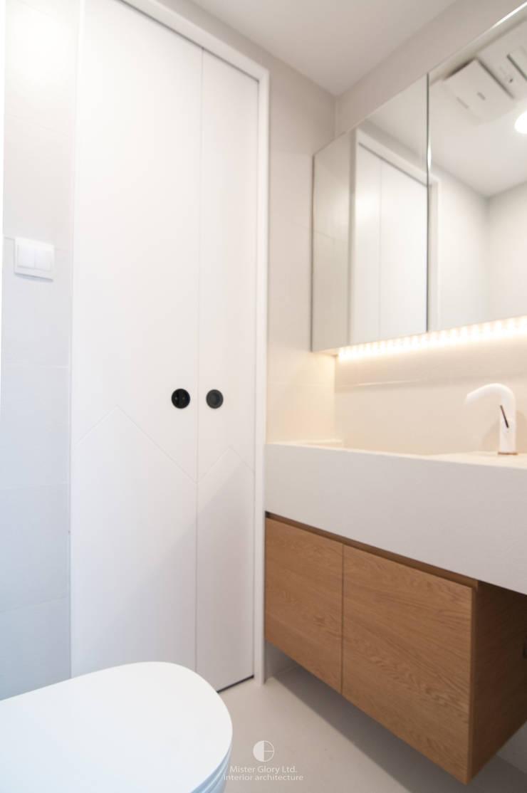 8:  Bathroom by Mister Glory Ltd, Modern