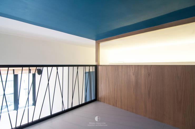 10:  Bedroom by Mister Glory Ltd, Modern