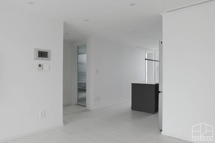 고급스럽고 모던한 신혼집, 잠실 리센츠아파트 33평: 홍예디자인의  주방,