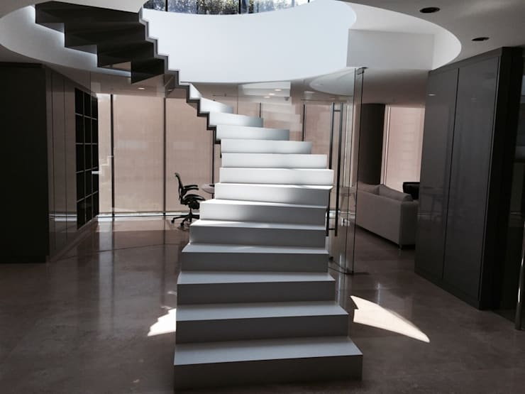Vista acceso a oficinas: Casas de estilo  por MAC SPA