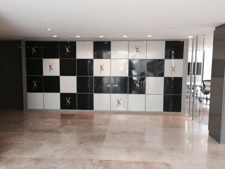 Hall acceso: Pasillos y hall de entrada de estilo  por MAC SPA