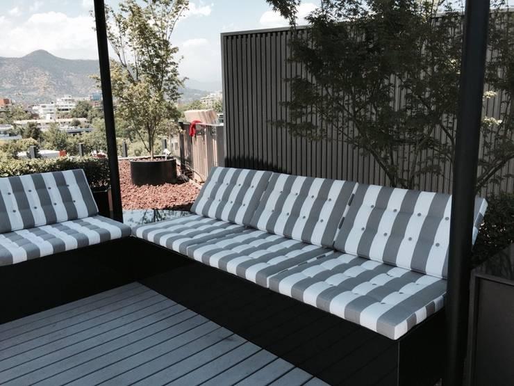 Terraza: Terrazas  de estilo  por MAC SPA