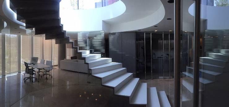 vista de escala: Casas de estilo  por MAC SPA