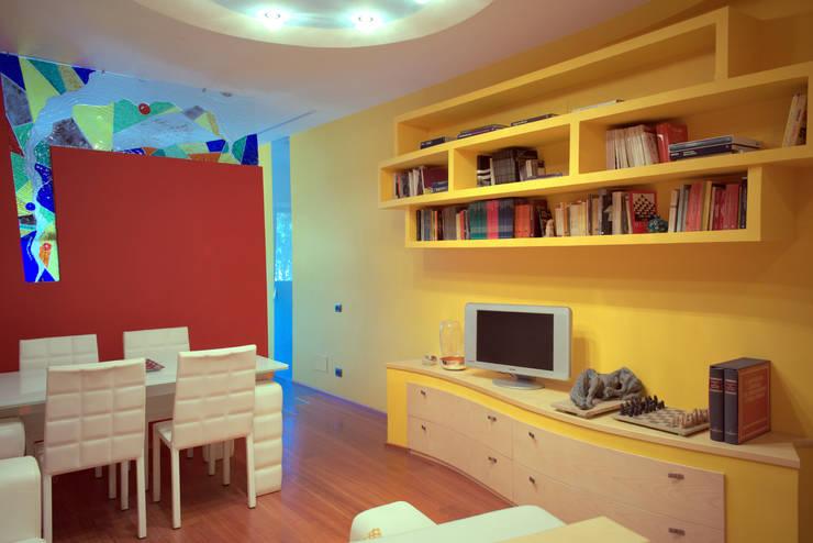 现代客厅設計點子、靈感 & 圖片 根據 Studio di Architettura e Design Giovanni Scopece 現代風