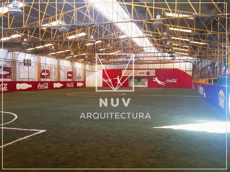 Acuática Hernández:  de estilo  por NUV Arquitectura
