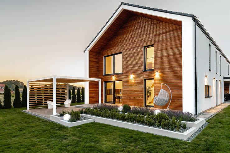 DOM + WNĘTRZE + OGRÓD: styl , w kategorii Dom jednorodzinny zaprojektowany przez Kunkiewicz Architekci