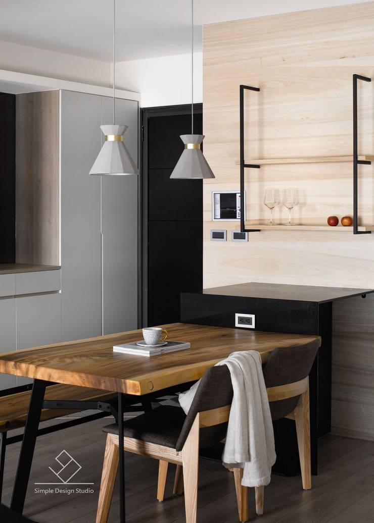 餐桌:  餐廳 by 極簡室內設計 Simple Design Studio