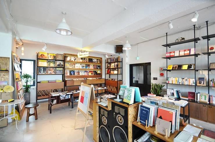 Cafe PASTEL: (주)스튜디오360플랜 의  복도 & 현관