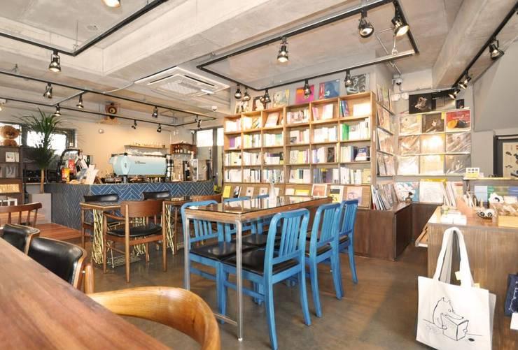 Cafe PASTEL BLUE: (주)스튜디오360플랜 의  다이닝 룸,