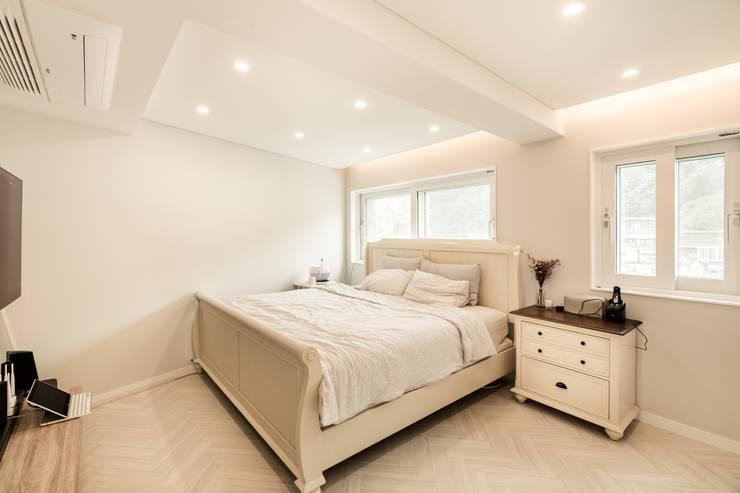 Projekty,  Sypialnia zaprojektowane przez 봄디자인