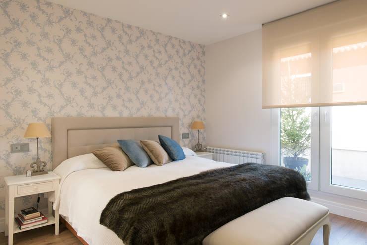 : Dormitorios de estilo  de CONSOLIDACIONES Y CONTRATAS S.L