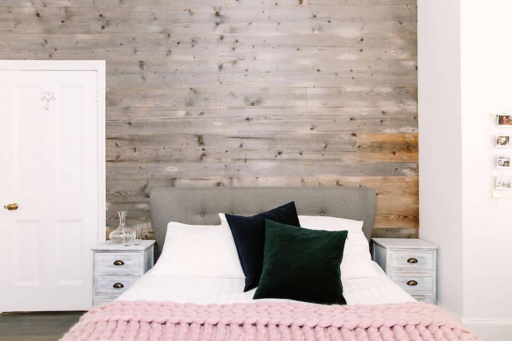 Kamar Tidur oleh Resi Architects in London, Rustic Kayu Wood effect