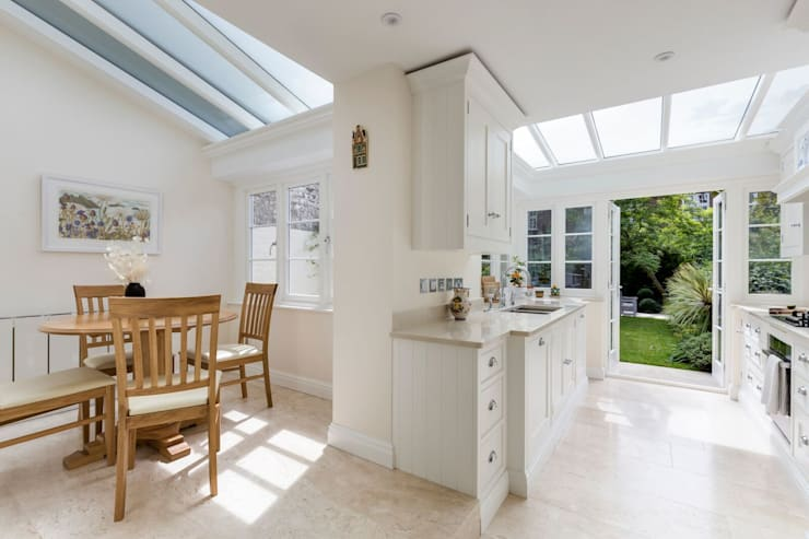 Bright Kitchen Extension:  Built-in kitchens by Resi